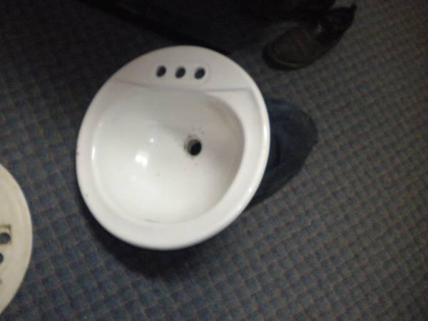 Photo Porcelain Sinks X 2 - $15 (Jefferson)