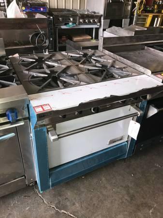 Photo SRE - Garland Oversized 4 Burner Range with Oven Commercial Restaurant - $2,995 (SALEM)