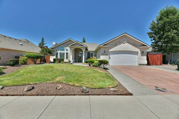 Photo This home stands out Home in Eagle Point. 3 Beds, 2 Baths (Eagle Point)