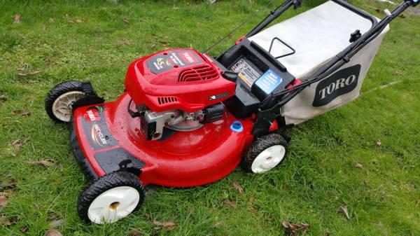 Photo Toro Self Propelled Rear Wheels Lawn Mower with Bag, Electric Start - $225 (Salem)