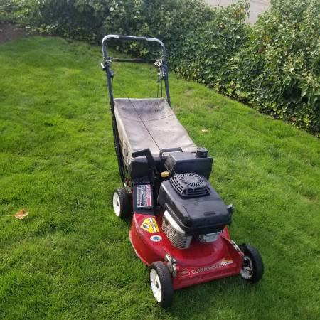Photo Toro commercial lawn mower - $350 (Woodburn)