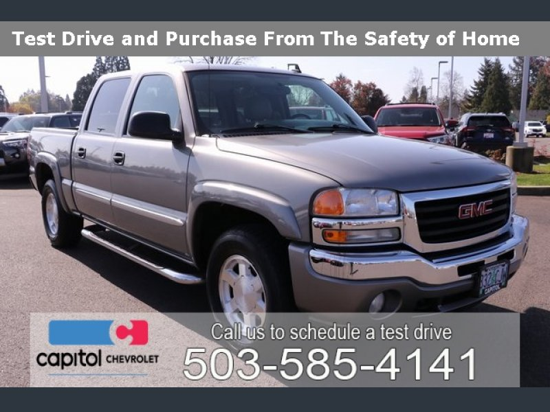 Photo Used 2006 GMC Sierra 1500 4x4 Crew Cab for sale