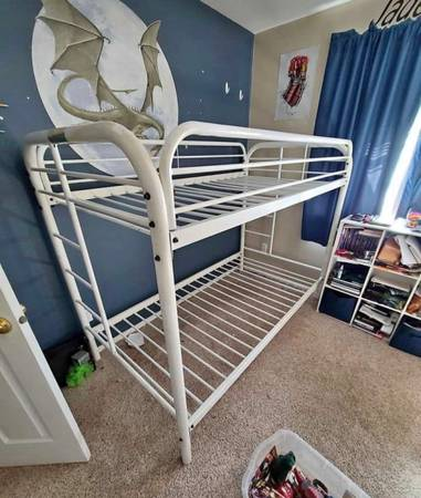 Photo White metal twin over twin bunk bed - $160 (Salem)