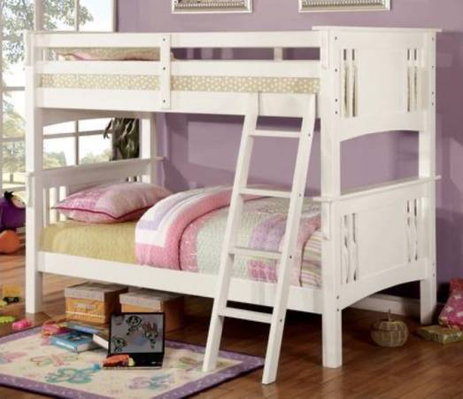 Photo White twin over twin bunk bed - $180 (Salem)