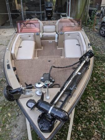 Photo 1981 Ranger bass boat - $5,000 (Topeka)