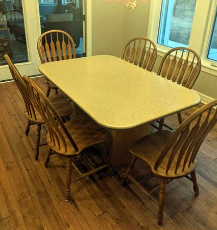 Photo Corian kitchen table with 6 chairs - $120 (North Newton)