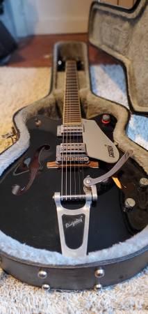 Photo Gretsch Electromatic G5122 w hardcase - $700 (Lawrence)