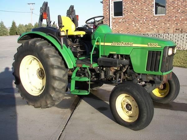 Photo John Deere 5320 Tractor 2002 64 Hp. - $18,500 (HASTINGS)