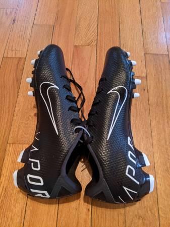 Photo Men39s Nike Vapor Edge Football Cleats Size 9 - $50 (McPherson)