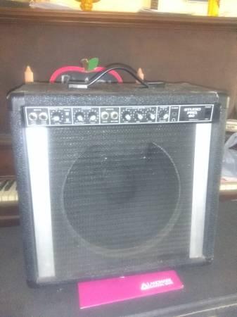 Photo Peavey Studio Pro 60 with Scorpion Plus 12 inch speaker - $75 (TOPEKA)