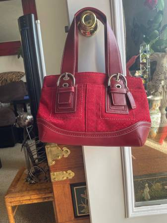 Photo Red Coach C Logo Womens Satchel ASKING 100 OBO, OFFERS ARE WELCOME - $100 (Lincoln)