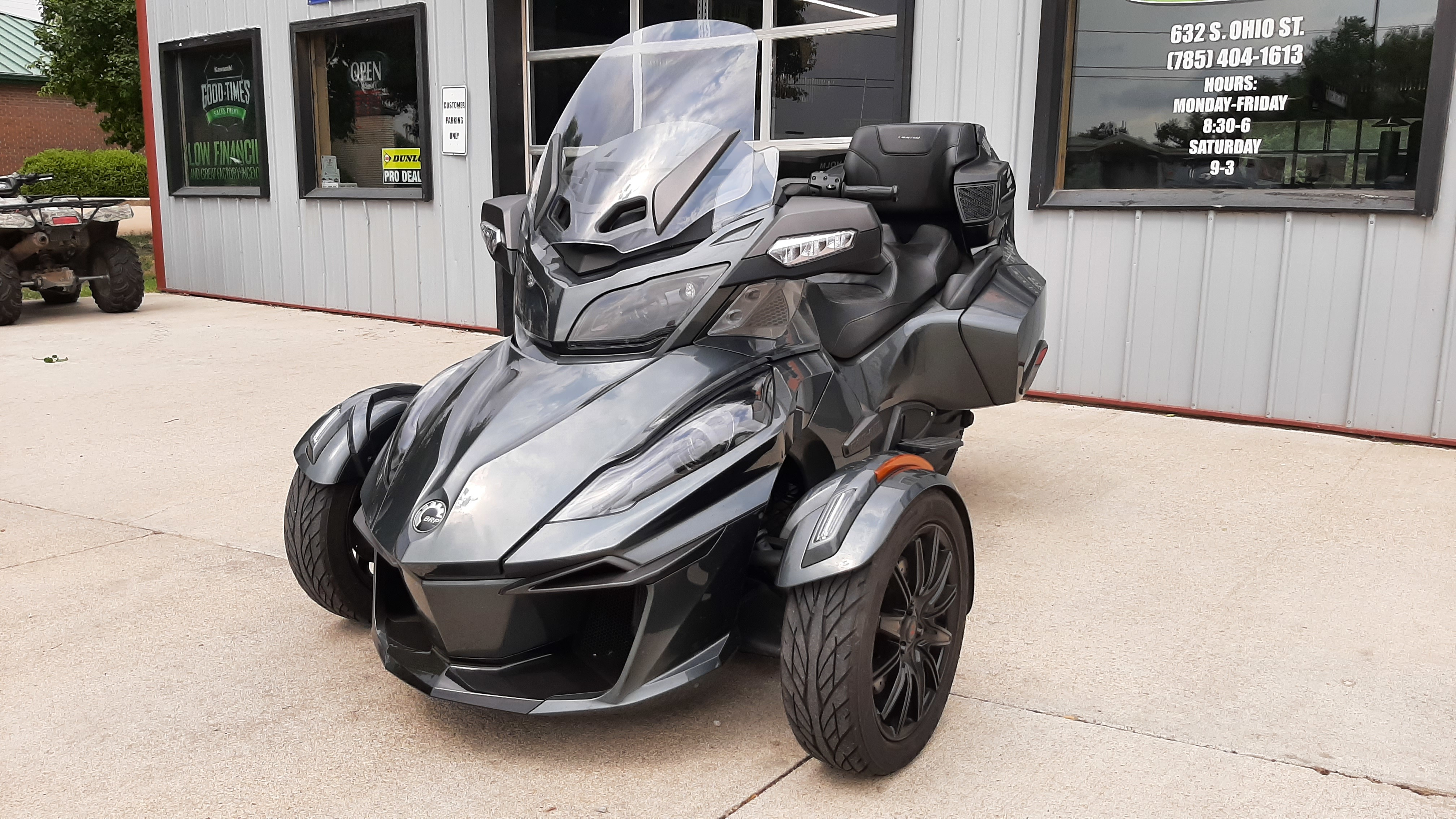 Photo Used 2018 Can-Am Trike Motorcycle  $20900