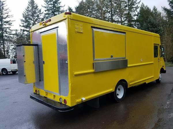 Photo 2000 BEAUTIFUL YELLOW FOOD TRUCK 18 feet kitchen - $24000 (Portland, OR)