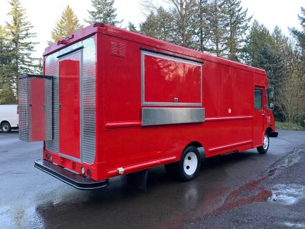 Photo 2002 BEAUTIFUL RED FOOD TRUCK 18 feet kitchen - $24000 (Portland, OR)
