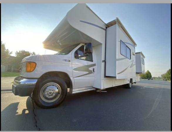 Photo 2006 Double Slide Sunseeker By Forest River Very LOW MILES - $37,500 (Lehi)