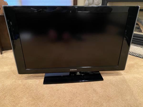 Photo 40 Samsung HDTV - $120 (Park City)