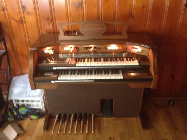 Photo Baldwin Fanfare Organ (Alpine, UT)