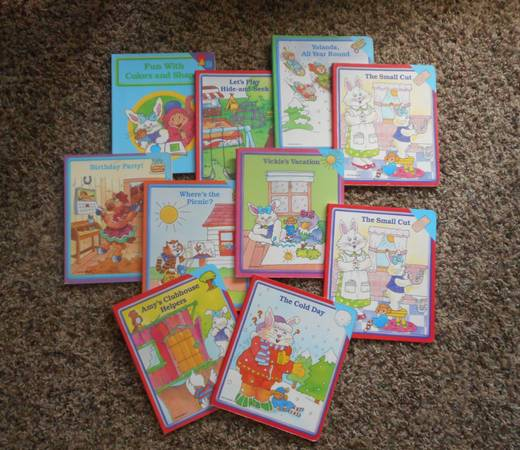 Photo Early World of Learning Board Book Set - $25 (Idaho Falls, Id)