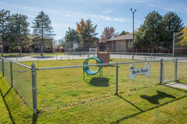 Photo Indoor Racquetball Court, Soccer Field, Full-Size Washer and Dryer (Midvale)