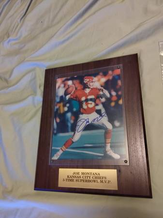 Photo Joe Montana certified authentic autographed 8x10 photo - $120 (Sandy)