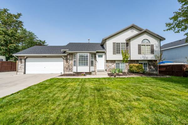 Photo OPEN HOUSE, 919, 11-2PM (Green Meadow Park)