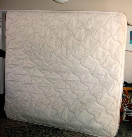 Photo Sleep Number King Size Mattress, Box Spring Bass  Air Pump - $345 (Holladay)