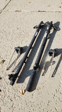 Photo Thule Circuit Low-Profile Fork-Mount Bike Rack - $124 (Sandy)
