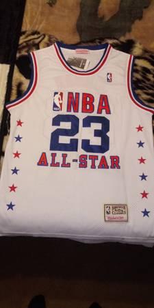 Photo classic 2003 Michael Jordan jersey - $60 (Holladay)