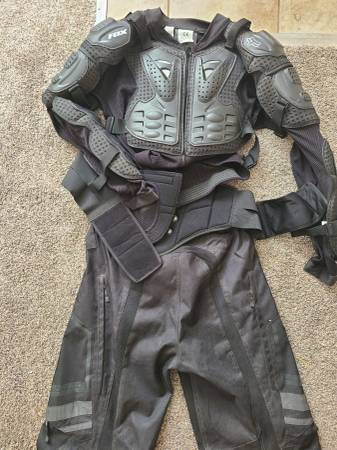 Photo dirt bike saftey gear - $100 (Tooele)