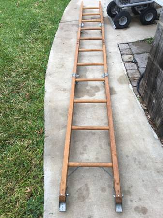 Photo 12 ft Wood Extension Ladder- Tri-fold - $65 (South austin by I-35 and Slaughter)