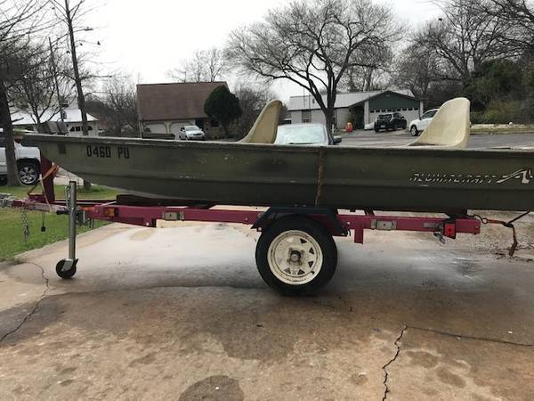 Photo 12ft 1986 Alumicraft Jon Boat with Trailer and fishing accessories - $1,650 (North Austin)