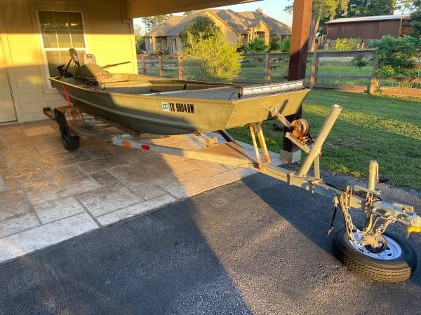 Photo 2010 Jon boat Tracker 15 ft with Trailer - $3,200 (Bastrop)
