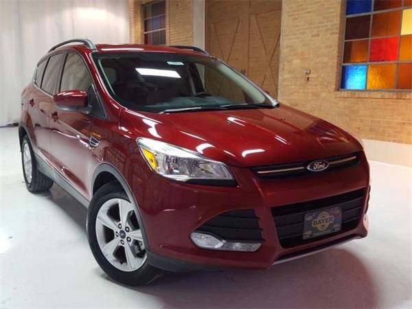 Photo 2016 Ford Escape SE - SUV - $11500 (Ford Escape Ruby Red Metallic Tinted)