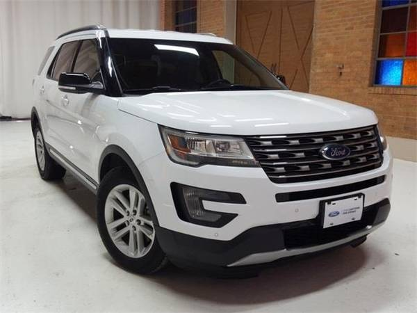 Photo 2016 Ford Explorer XLT - SUV - $22500 (Ford Explorer Oxford White)