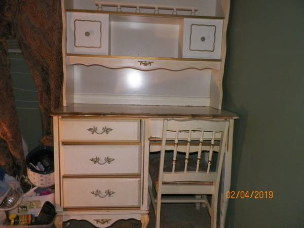 Photo 3 Piece Desk - $60 (Rowena)