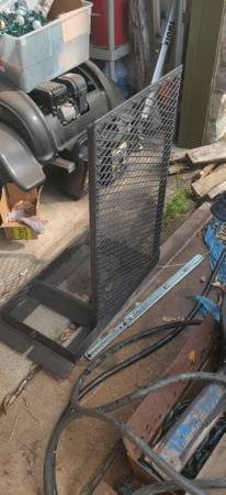 Photo Bed mounted spare tire carriee - $150 (South austin)