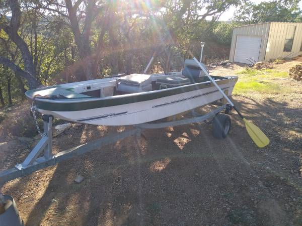 Photo Boat for Rowing with trailer - $500 (Burnet)