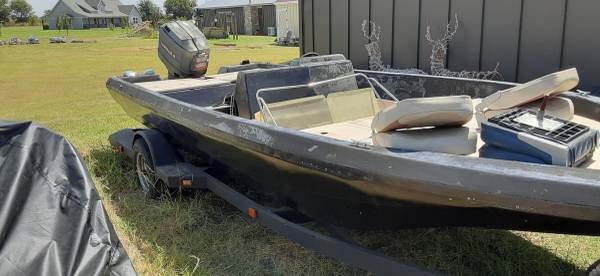Photo Center Console Bass Boat  Motor - $2,000 (GEORGETOWN)