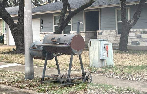 Photo Free BBQ grill  smoker (Austin)