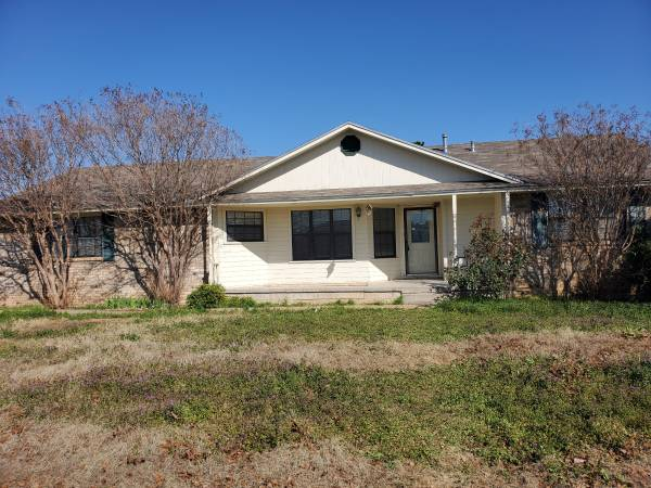 Photo Great Flip or fixer upper 5 Bedroom 3 acres $90k UNDER APPRASIAL (SAN ANGELO WALL SCHOOLS)