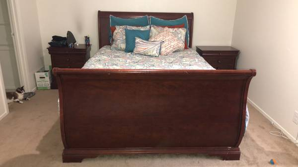 Photo QUEEN SIZE MATTRESS, BED FRAME AND BOX SPRING - $500 (SAN ANGELO)