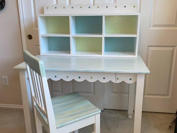 Photo REDUCED Desk w Hutch and Chair - Farmhouse or Shabby Chic - UPCYCLED - $145 (Northwest Austin - Avery Ranch - Cedar Park)