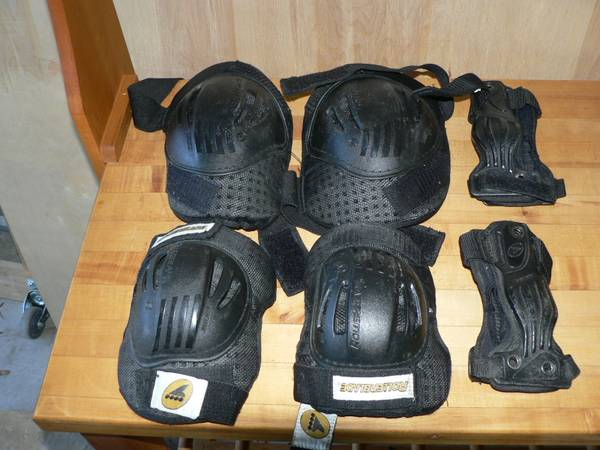 Photo Roller Blade Knee, Elbow and Wrist Pads - $12 (NW Austin)