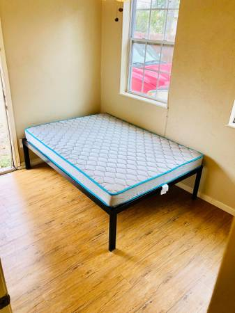 Photo Room for rent with a private entrance and private bath. All bills paid (Austin)