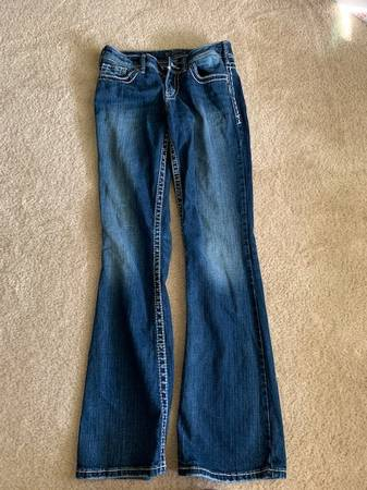 Photo SILVER JEANS IN PERFECT CONDITION - $24 (Leander)