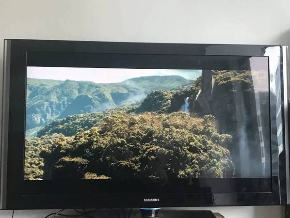 Photo Samsung LN-T5271F 52quot 1080p LCD HDTV with 120Hz refresh rate - $150 (Austin)