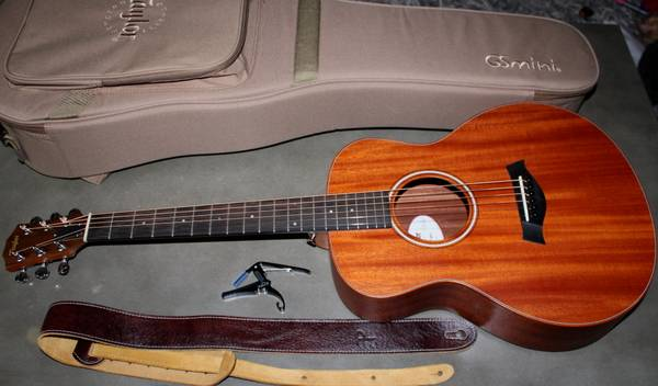 Photo Taylor GS Mini Acoustic Guitar left-handed with Taylor padded case - $495
