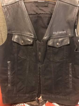 Photo Vintage Harley Davidson Vest - $100 (NW Austin)