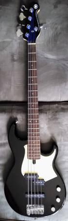 Photo Yamaha BB435 5-string Bass Guitar - $400 (San Angelo)
