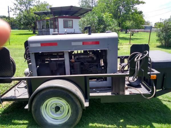 Photo 1969 red face sa200 lincoln welding machine - $6000 (JOURDANTON)